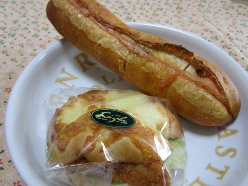 買ってきたのは「明太フランス」と新商品の調理パン