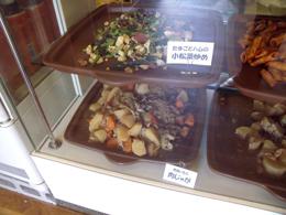 総菜の定番「肉じゃが」もある